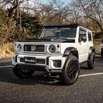Suzuki vs. Mercedes: terepjárók kezdő és haladó maffiózóknak