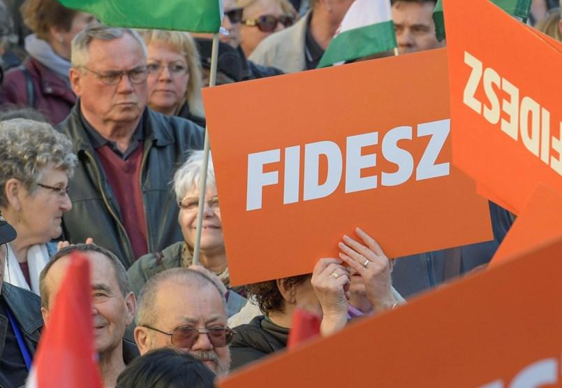 Závecz: Gyengült a Fidesz vidéken, sok körzet pár száz szavazaton múlhat
