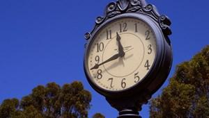 Hétvégén jön az óraátállítás, kezdődik a nyári időszámítás