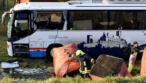 Súlyos iskolabusz baleset Németországban: sokan megsérültek, több gyerek meghalt