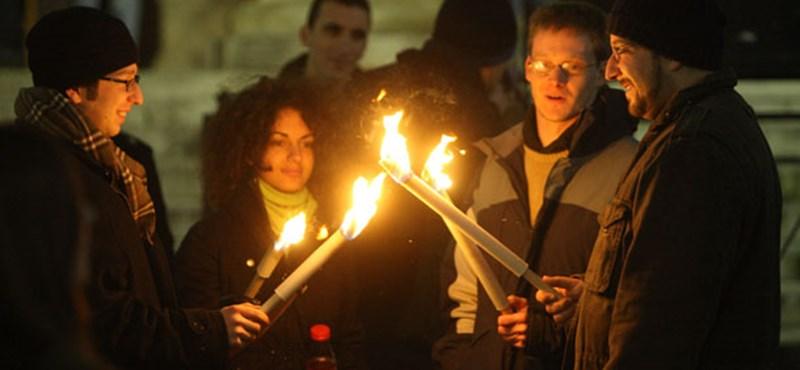 Fényfestés, térinstalláció, gyertyagyújtás: újraértelmezett hanuka Budapesten