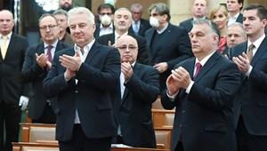 A Fidesz nem tud úgy emlékezni a rendszerváltásról, hogy ne jusson eszébe a saját alaptörvénye