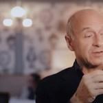 Fischer Iván maszkját látva nehéz nem nevetni