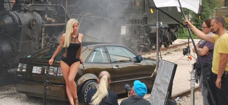 Nálunk fotózták az autótuningos szexbombát