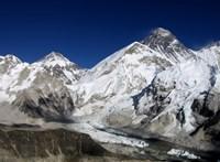 Lezárták a kínai Everest-tábort a turisták előtt
