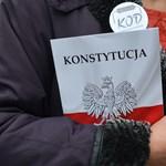 Lengyelországban megszűnik a független bíráskodás