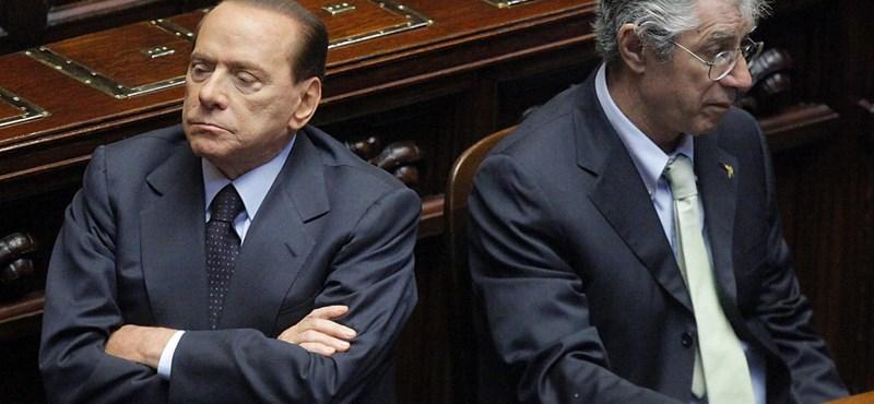 Hiába megy Berlusconi, tovább kavarhat a háttérből