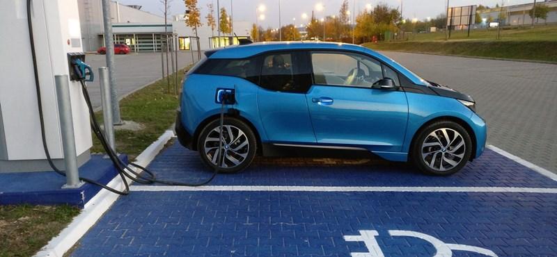 Kidobott pénz a 100 darab rendőrségi elektromos BMW i3