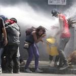 Kővel dobálták meg a rendőröket a diákok Chilében