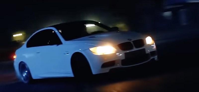 Drift és 300-as tempó városban – videón a veszélyesen őrültködő BMW M3