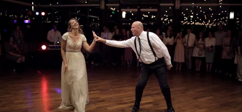 Óriási esküvői táncot nyomott le a lányával ez az örömapa – videó