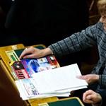 Bréking: Wittner Mária UFO Magazint olvas a Parlamentben