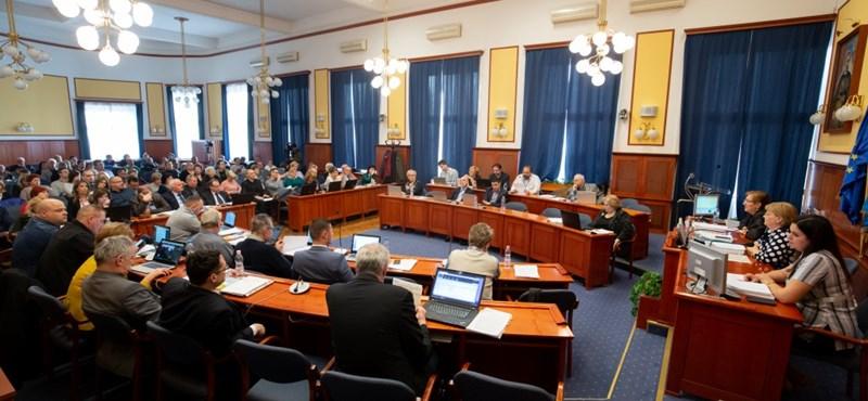 Összeomolhat a XV. kerület, megint leszavazták a költségvetést