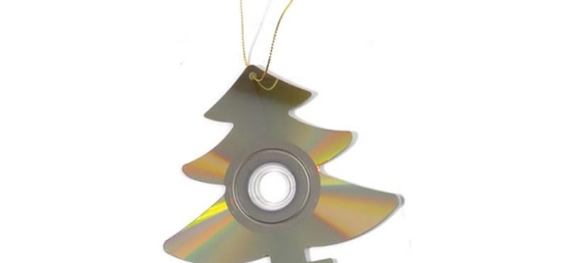 Ezek díszítik egy számítógépfüggő karácsonyfáját