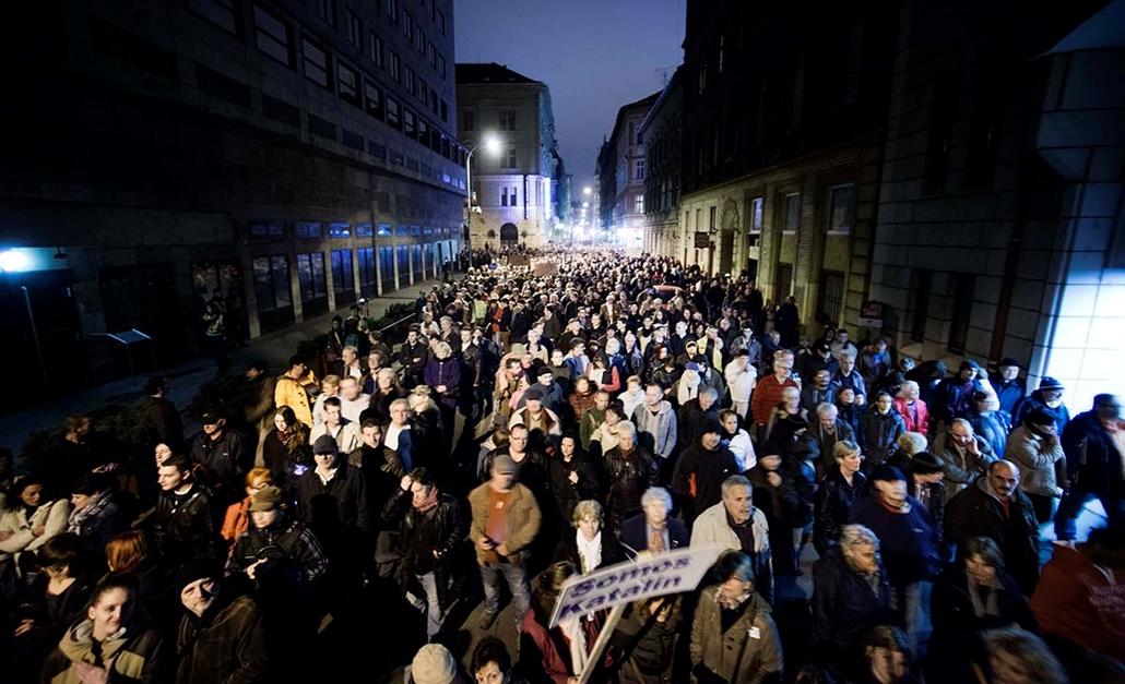 faz. tüntetés a NAV-elnök, Vida Ildikó, lemondásáért, NAV-székház, 2014.11.09. Budapest,