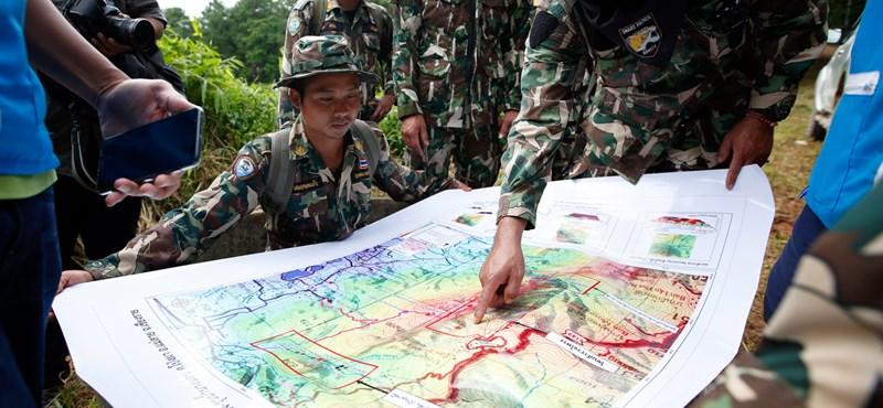 Sikeres mentőakció: az utolsó diákot és az edzőt is kihozták a thaiföldi barlangból