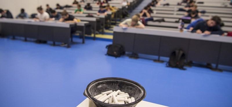 Siralmas fizetések az egyetemeken: 800 forintos órabérért dolgoznak a fiatal oktatók