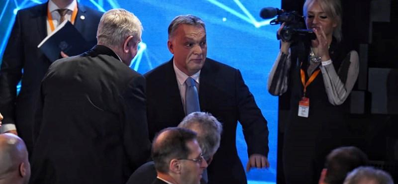 A NER boldogsága: nézzen Orbán-rajongókat a Várkert bazárban (galéria)