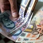 Hiába lett olcsóbb eurót utalni, az árfolyam miatt egyre több pénz párolog el