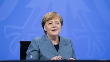 AstraZeneca vakcinával oltották be Angela Merkelt