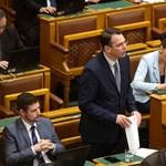 A Jobbik becsempészné az alaptörvénymódosításba a letelepedési kötvény betiltását