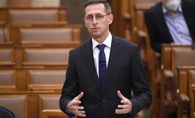 Varga Mihály: Korai még az a kérdés, érheti-e hátrány a magyarokat a keleti vakcinák miatt