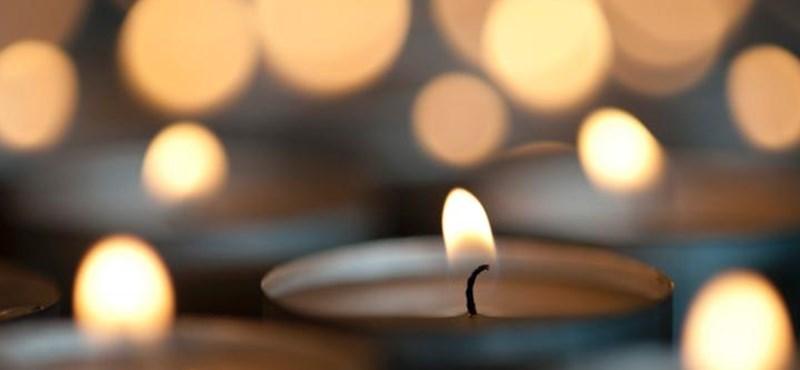 Ezzel a dallal emlékeznek a két évvel ezelőtti veronai buszbaleset áldozataira