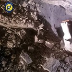 Mérges gázzal teli konténereket dobhattak le egy szíriai városra