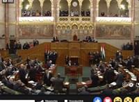 Botrány a Parlamentben: Gyurcsány lesből támad