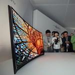 Világújdonság: itt a hajlított képernyőjű OLED tévé