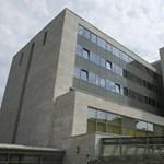 Értelmetlenül várakoznak a rákos betegek, állítja az Országos Onkológiai Intézet, de az ombudmsan azért vizsgálódik