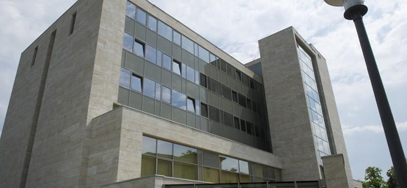 Vizsgálatot indít az ombudsman az Országos Onkológiai Intézetben uralkodó állapotok miatt