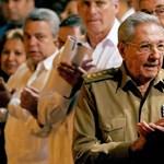 Raul Castro időt nyert, tovább maradhat Kuba elnöke
