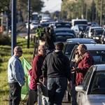 Több tucatnyi reptéri dolgozó tüntetett a bércsökkentés ellen