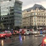 Füst miatt ürítettek ki egy belvárosi irodaházat Budapesten - fotó