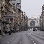 Tóta W.: A koronavírus áldozatainak budapesti emlékműve előtt