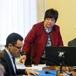 A választási bizottság úgy döntött, elsunnyogja a kopaszbalhét