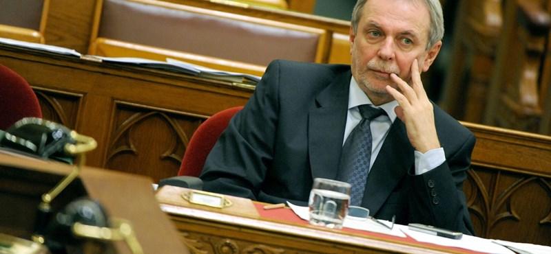 Még a lebuktatott államtitkárnak áll feljebb: Czerván összeférhetetlenséggel támad vissza