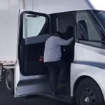 Kiderült, mekkora akkumulátor kerül a Tesla kamionjába