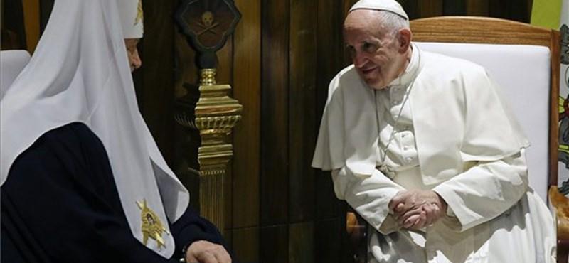 Pápa-pátriárka: oda kell figyelnünk a menekültekre