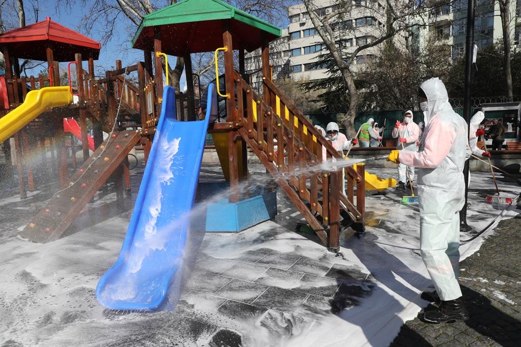 MAGYÍTÁS NE HASZNÁLD Játszótér fertőtlenítés Ankarában