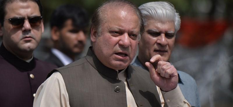 Egy életre eltiltotta a politizálástól a bíróság Pakisztán volt miniszterelnökét