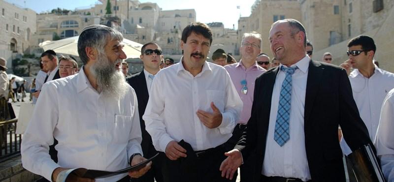Áder elzarándokolt a siratófalhoz Jeruzsálemben
