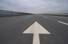 Halálra gázoltak egy férfit, aki az M3-as autópályán gyalogolt