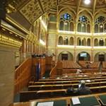 Ma megválaszthatják az új alkotmánybírókat