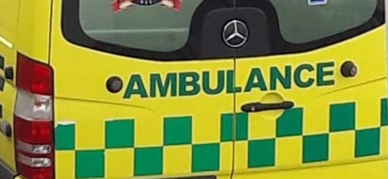 Gyerekek sérültek meg egy géderlaki buszbalesetben