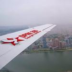 Videó: Így néz ki Észak-Korea fővárosa egy repülőről