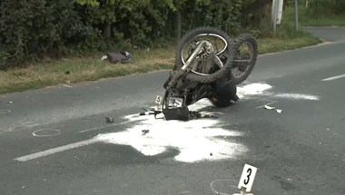 Kisteherautónak csapódott és szörnyethalt egy 24 éves motoros