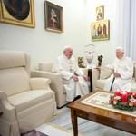 Fotó: Ferenc pápa boldog karácsonyt kívánt XVI. Benedeknek