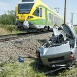 Egy család halt meg a csornai vasúti balesetben - megrázó fotók